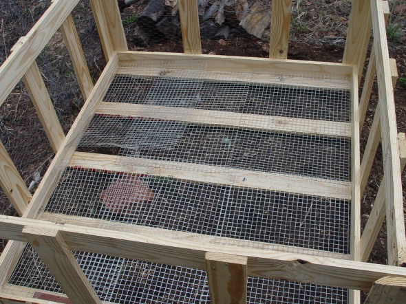 repurposing pallets to make rabbit hutch