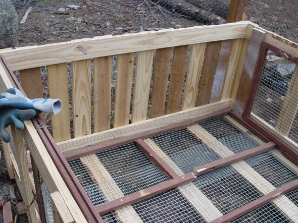 using pallets to make rabbit hutch